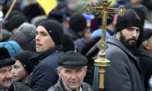 Ukrainian priests rile Moscow with moves to set up independent Orthodox Church
