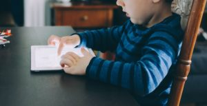 Groundbreaking study examines effects of screen time on kids